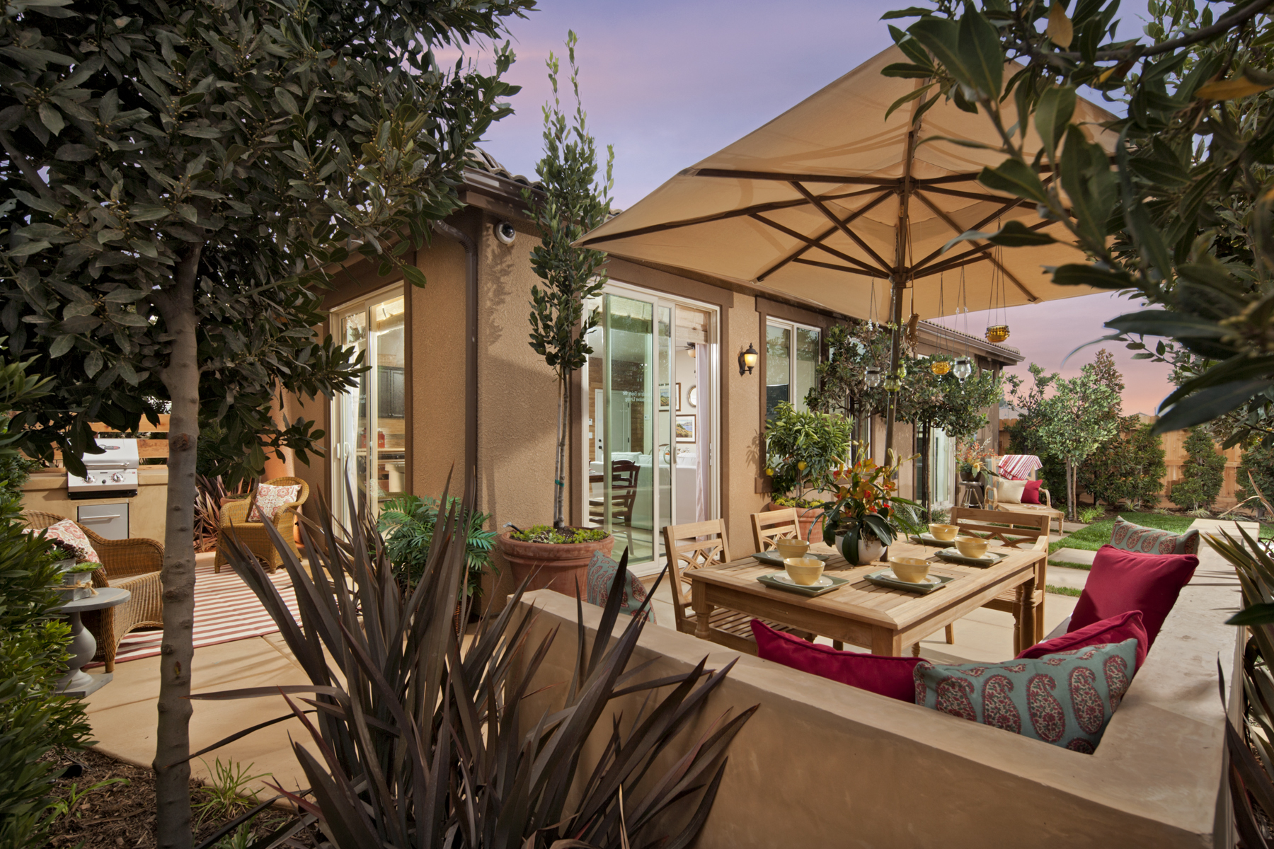6 easy ways to spruce up your outdoor living space mccaffrey homes blog - Six ways to spruce up your balcony ...